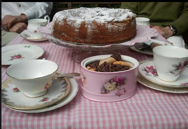 mesa del te bonita en el jardin primavera